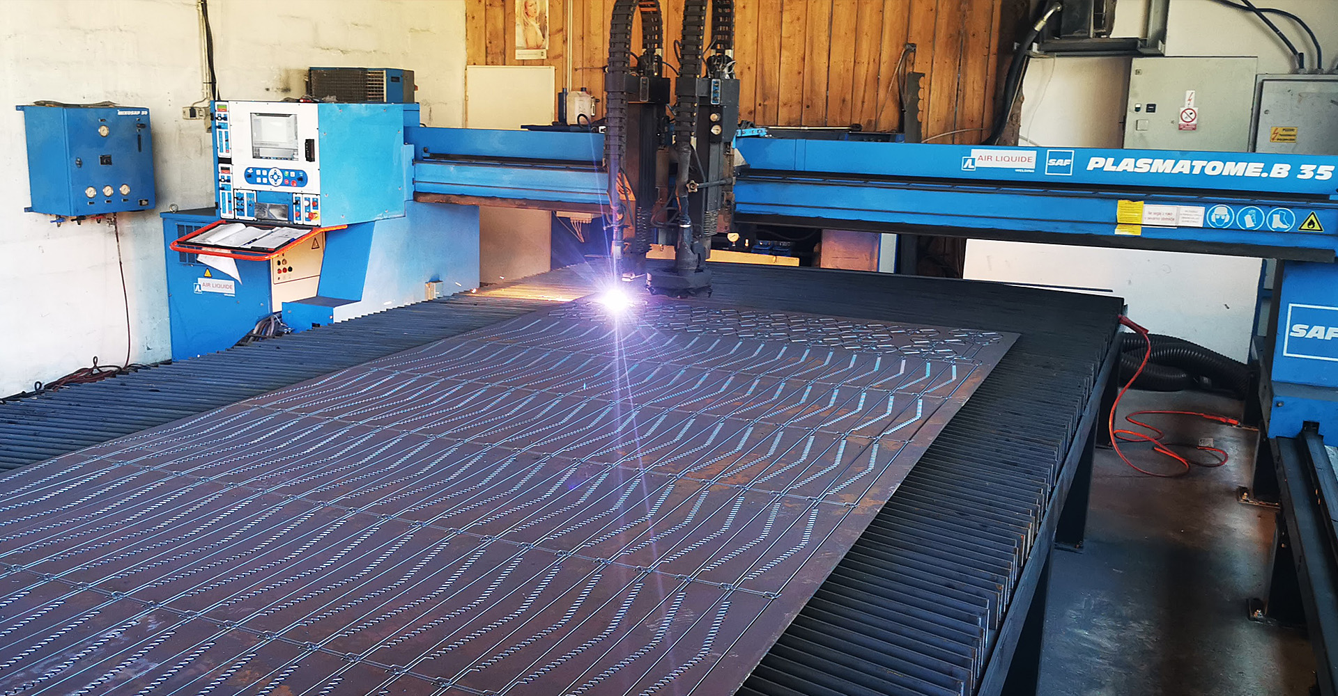 CNC Plasma & Waterjet cutting system controlled by MACH 3